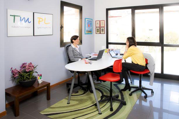 Roberta Rossi e Sara Meglioli al lavoro in redazione